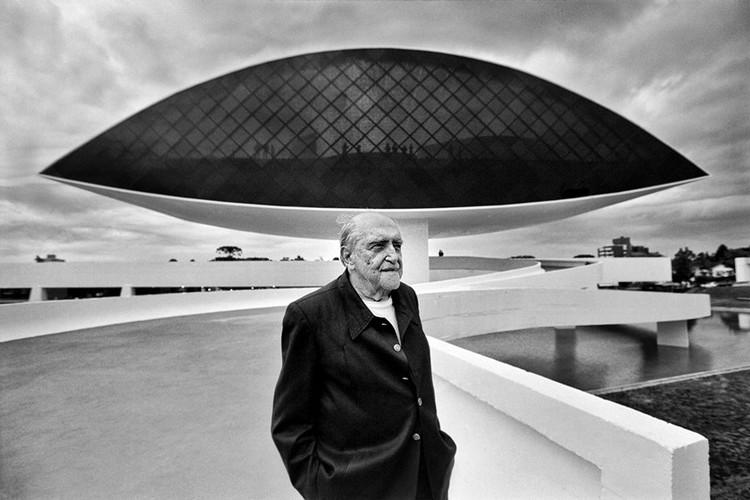 O design e as curvas de Oscar Niemeyer
